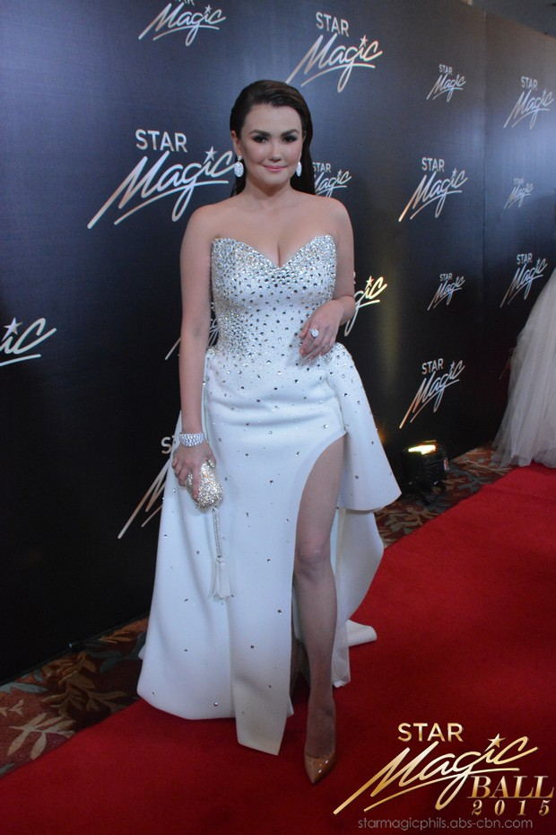 LOOK: Banana Split stars in elegant suits and gowns at Star Magic Ball 2015